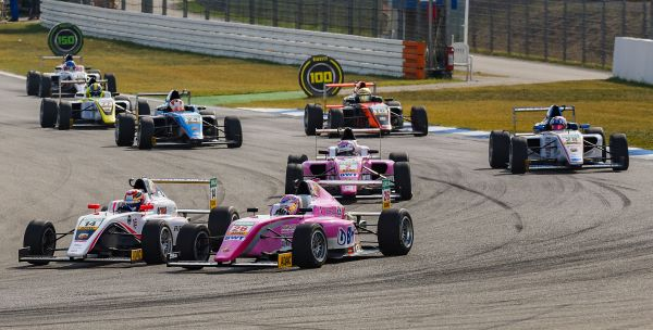 "Zandvoort: The contest for the ADAC Formula 4 ""half time championship"""