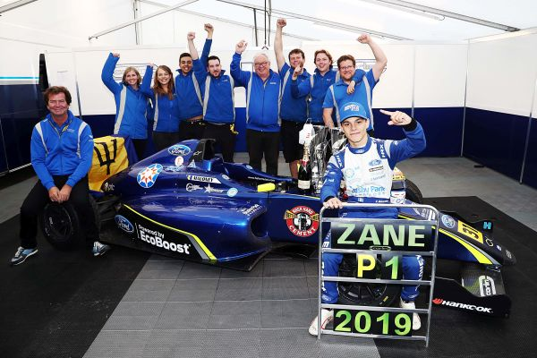Zane Maloney wins British F4 title in double-win thriller