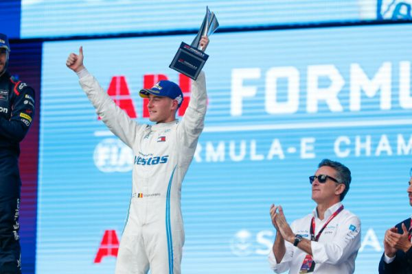 First podium in first race: Stoffel Vandoorne takes third place on debut of Mercedes-Benz EQ Formula E Team