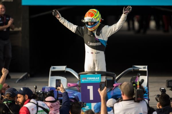 BMW i Andretti Motorsport triumph in Diriyah – Alexander Sims celebrates his first win.