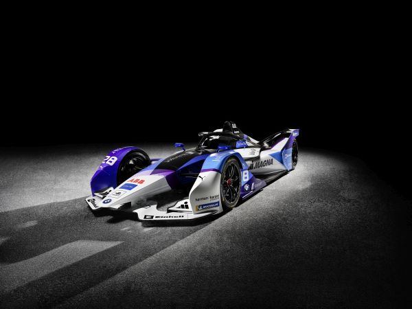BMW i Andretti Motorsport present the BMW iFE.20 and its two drivers.