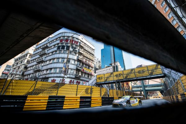 Two Porsche 911 GT3 R qualify in the FIA GT World top group in Macau