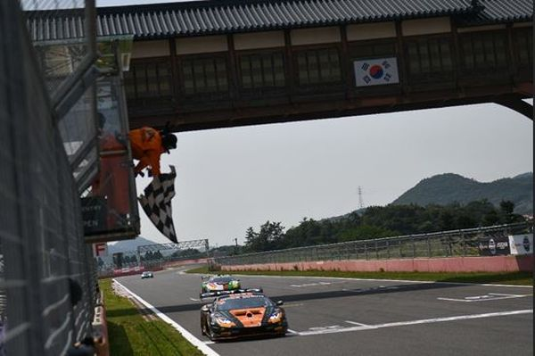 Maiden 2019 win for FFF Racing Team by ACM in Super Trofeo