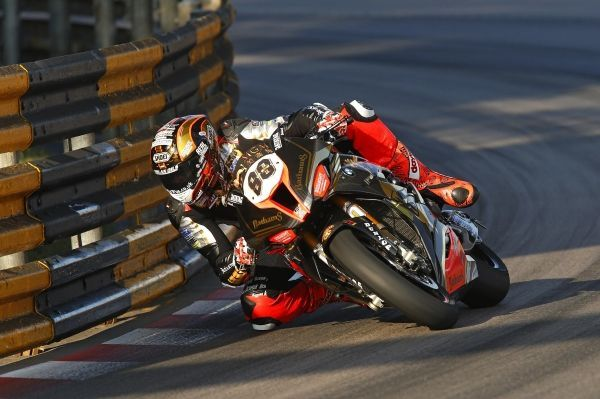 Second place for Peter Hickman and the BMW S 1000 RR in an eventful and shortened Macau Motorcycle Grand Prix.