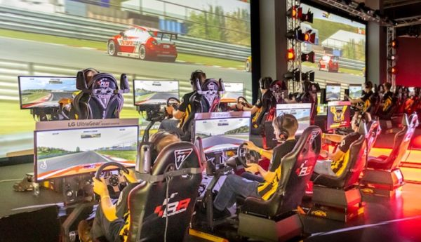 WTCR Esports live Malaysia final racers