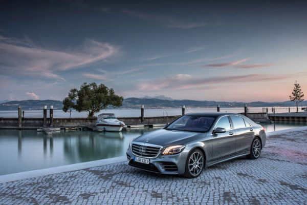 Mercedes-Benz delivers more than 200,000 vehicles in a November for the first time