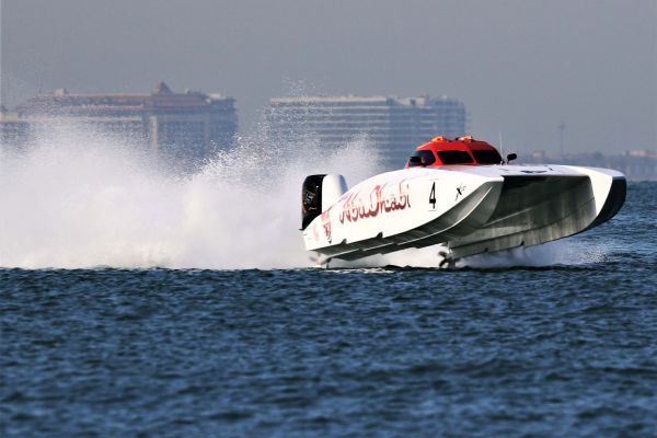 UIM XCAT World Championship - Dubai GP race 1 result, overall standings