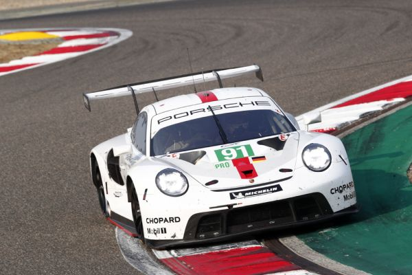 Porsche tackles last race of the year in Bahrain as world championship leaders