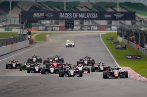 Joey Alders and Jack Doohan share spoils in final day of F3 Asian Championship Malaysian season-opener