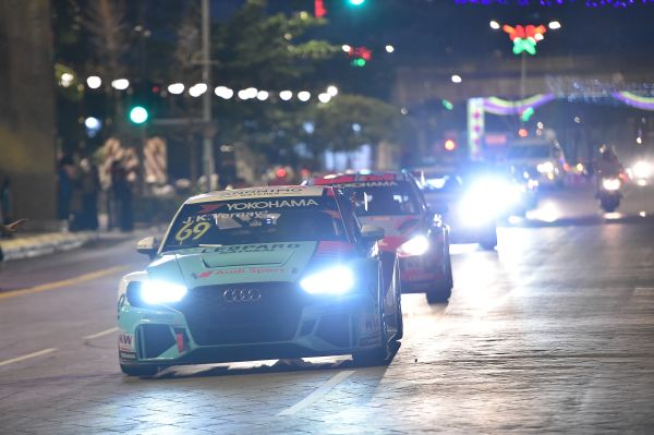 WTCR drivers and EWC riders give fans a treat with spectacular Kuala Lumpur tour