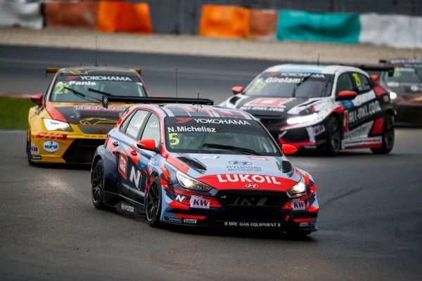 Michelisz wins race 1 in Sepang to extend points lead