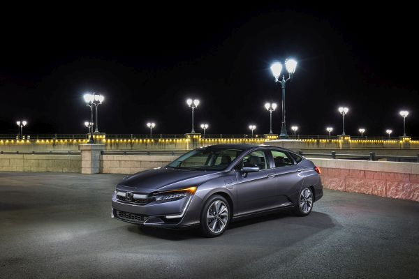2020 Honda Clarity Plug-In Hybrid Delivers Premium Driving Experience