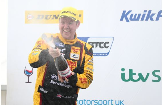 Jackson inks deal to remain with Motorbase for 2020 KWIK Fit BTCC campaign