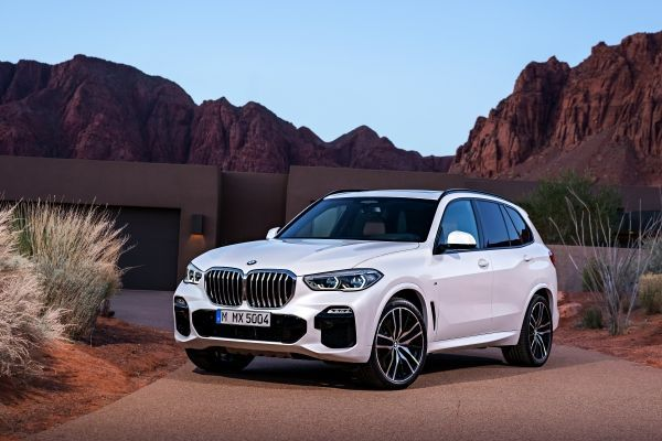 New BMW X5 xDrive40d and new BMW X6 xDrive40d with straight six-cylinder diesel engine and mil