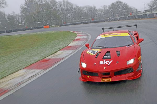 Ferrari Challenge - Two postponements for Europe and UK