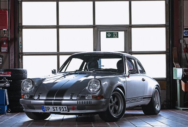 dp Motorsport shows off a driving interpretation of the famous Porsche 911 S/T with the genes of the Carrera 3.2 Coupé.