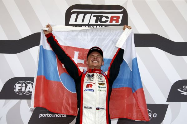 Mato Homola revs up to #RaceAtHome in more ways than one in Esports WTCR
