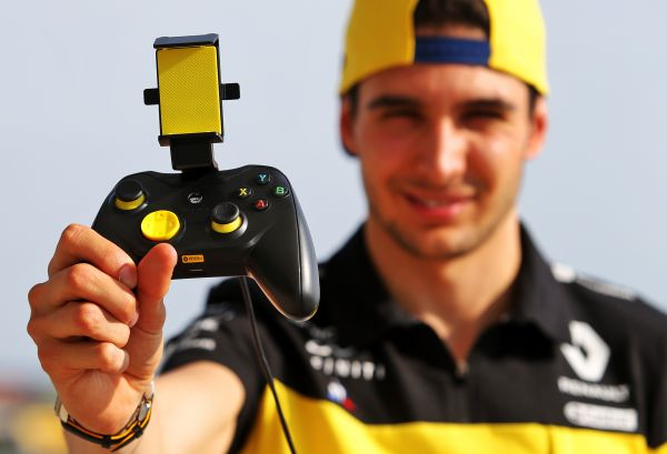 Renault DP World F1 Team reveals controller to play console,PC and mobile games on an iphone