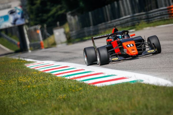 Franco Colapinto sets the pace in Formula Renault Eurocup at Monza