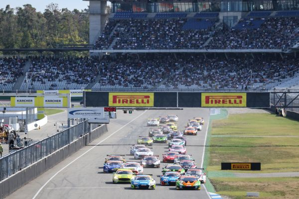 ADAC GT Masters with eight brands and 33 super sport cars