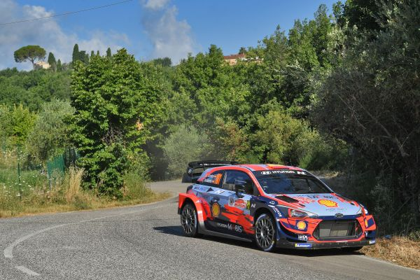 Hyundai Motorsport roars back into rallying action in Rome
