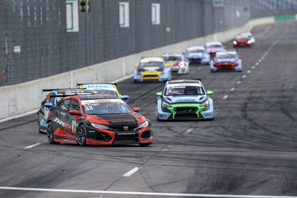 TCR Germany @ Lauzitring - One victory apiece for Gruber and Fugel