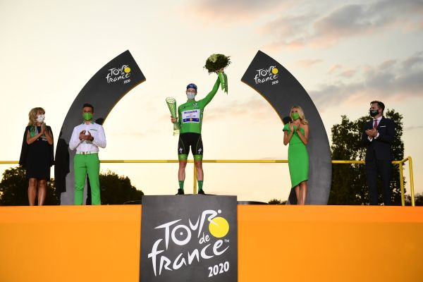 Tadej Pogacar wins the 107th Tour de France and receives crystal glass trophy from SKODA Design