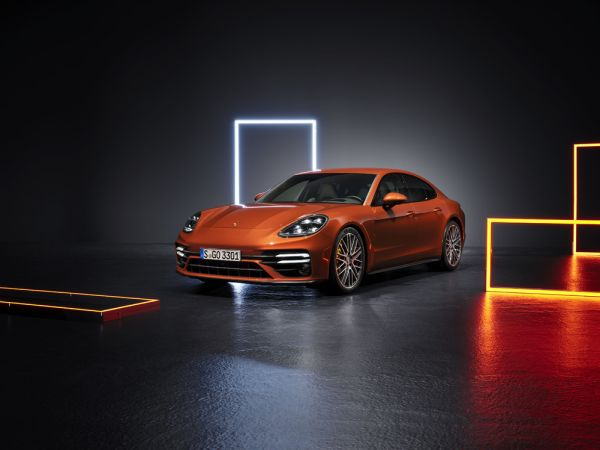 Porsche presents comprehensively revamped sports saloon Panamera