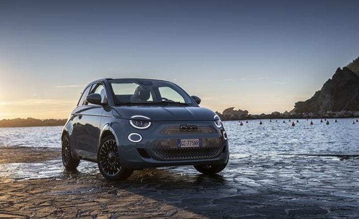 "The New 500 named ""Convertible of the Year"" and ""Best Small electric city car"" by the UK's What Car? magazine"