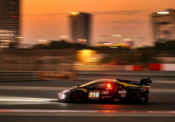 Leipert Motorsport starts the new season with a thrilling class victory at the 24-hour race in Dubai