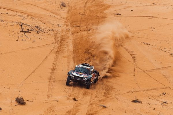 Second and third place for Peterhansel and Sainz in Dakar 2021 Stage 7