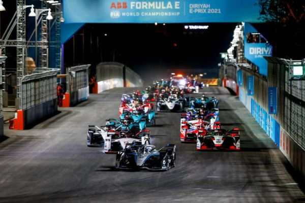 Diriyah ePrix night race classification - Nyck De Vries victory ahead of Mortara and Evans