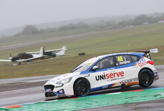 Double top-ten start for MB Motorsport accelerated-by Blue Square at Thruxton